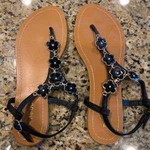 Cute black daisy sandals (size 7)